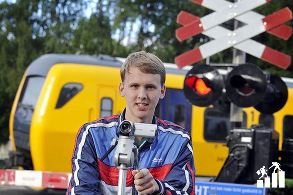 Justus Moek: Aki abból él, hogy vasúti átjárókat filmez